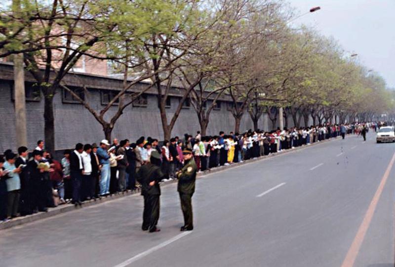 Kết quả hình ảnh cho 法輪功 1999