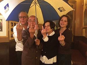 人性的底線——看穆勒、廖亦武聲援香港雨傘革命照片感