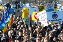 >數萬美民眾華府示威 要求撤軍伊拉克