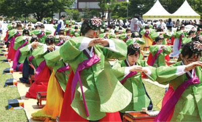 >韓國傳統成人節 首爾隆重舉行