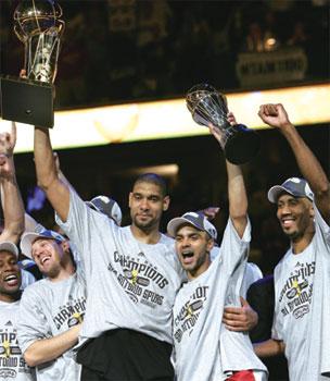 NBA:  橫掃騎士四奪總冠軍  馬刺王朝初現