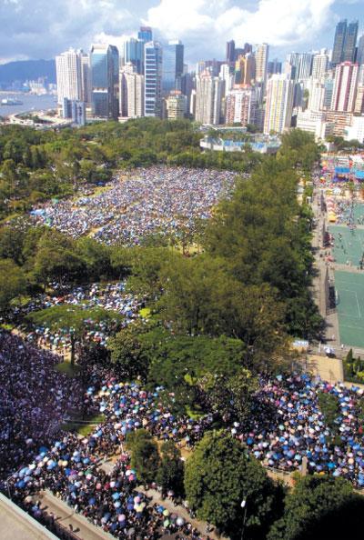 >香港主權移交﹕十年中流砥柱在