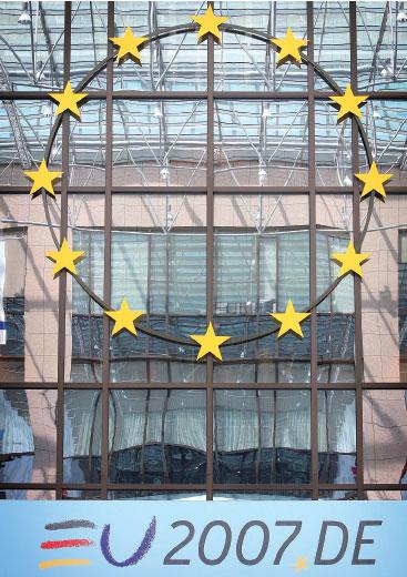 >歐盟峰會走過坎途一致達成憲法條約