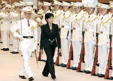 >任命首位女性防衛相  安倍指望支持率止跌回升
