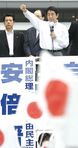 日本參議院選舉在即 安倍內閣成員添煩添亂