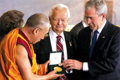 >不僅僅是國際政治大秀  達賴喇嘛獲美國國會金獎