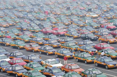「的哥」怒吼 出租車罷運衝擊中國