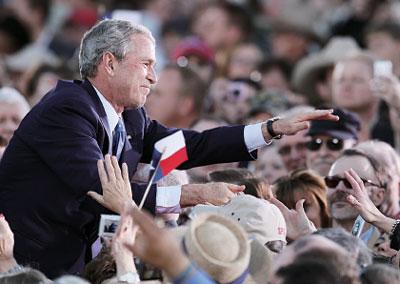 布什執掌白宮八年 各界評說