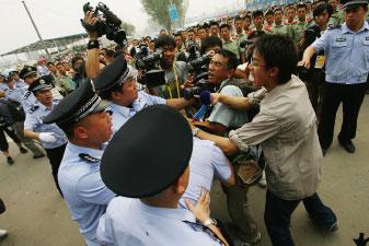 言論自由吹冷風 港澳媒採訪遭緊箍咒