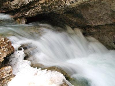 【邂逅美洲】約翰斯頓峽谷——大自然以柔克剛的傑作