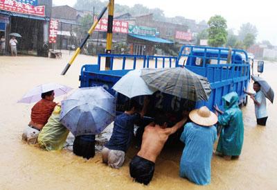 中國各地洪災 殃及6,700萬人