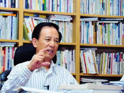 韓首位暢銷百萬作家金洪信