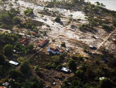 印尼強震 村莊被埋 死者逾千
