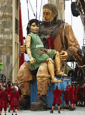 慶祝德國統一 大木偶柏林街頭尋親