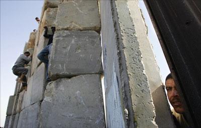 牆傾20年 世界藩籬依舊在