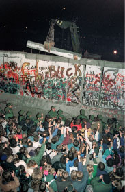 柏林牆在萊比錫 開始倒塌