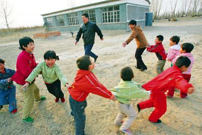 代課老師心酸謝幕 民眾拷問中國良心