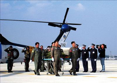 空軍教練機墜毀 兩飛官遺體尋獲