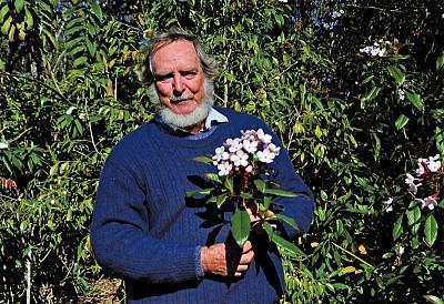 翻山越領尋茶花 澳洲園藝家鮑勃.徹瑞的中國緣