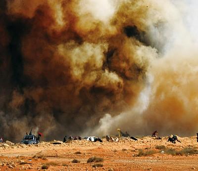 戰火燒痛利比亞狂人