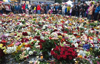 挪威,用鮮花和愛埋葬仇恨