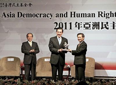 海上難民救援獲頒亞洲民主人權獎