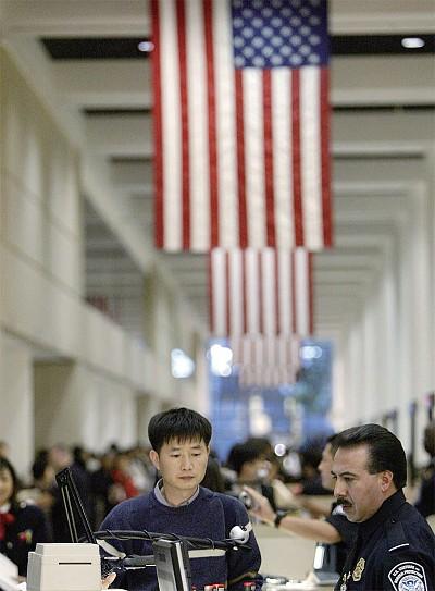 美國拒絕參與強制性器官移植者入境