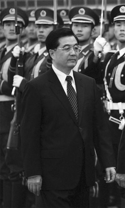 傳薄案免「政變」處置  胡連任軍委主席內幕