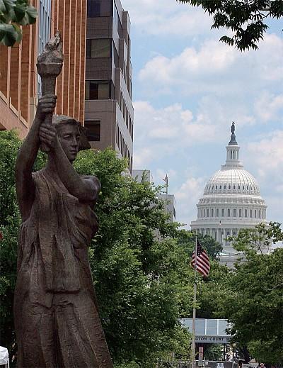 華盛頓有條中共官員最不敢去的街