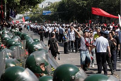 反日遊行砸搶騷亂震驚高層 胡錦濤要查背後黑手