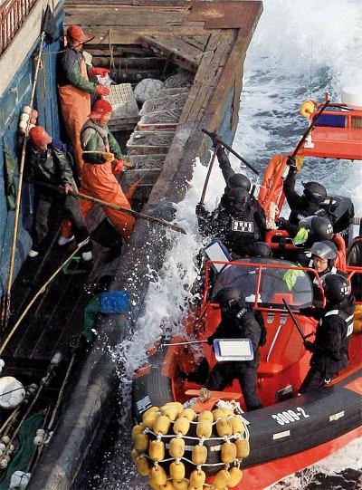 中國漁民為何成「海上孤兒」?