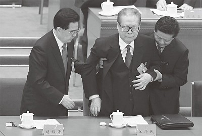.臨時取消「黃金十年」 .喬石萬里不上主席臺 .江澤民「老人痴呆」