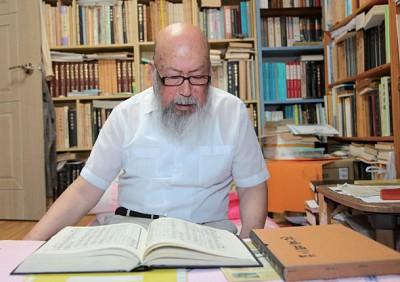 孔孟夢中授課 韓國神奇老人寫漢詩背古籍