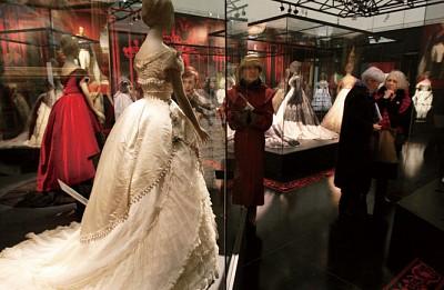 流行文化|跟著裙子走進巴黎時尚界