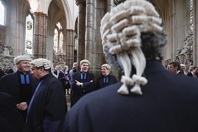 假髮、黑袍和司法獨立