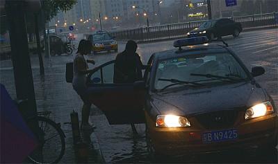 北京再遭「萬雷轟頂」 瀋陽「看海」