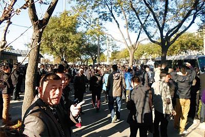 數萬人逼進北京 天安門傳單滿天飛