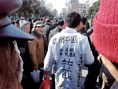 上海市府前「打倒共匪」呼聲一片