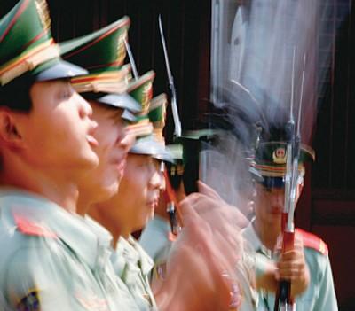 中共軍隊虛弱而危險