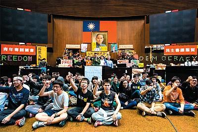 「反黑箱服貿」抗議擴大