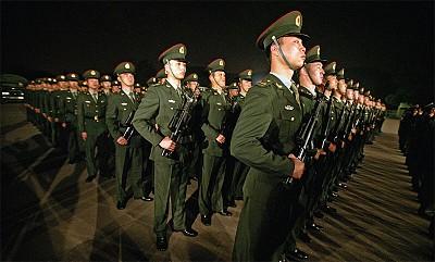 中共軍方傳出兩條爆炸性消息