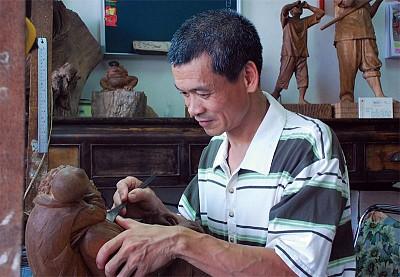 純樸心雕刻童趣 丁宗華找回傳統的美