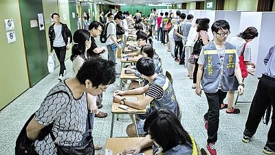 中共畏懼香港走上民主之路