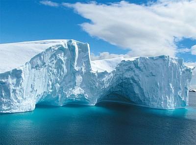南極冰下巨型隧道 地心世界入口?