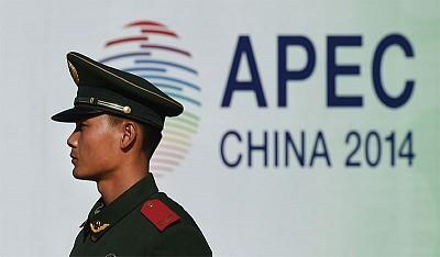 北京緊繃 2萬武警扮乘客  特警得令可開槍