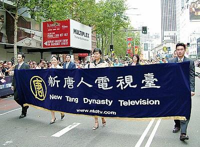 東歐華人爭看《大紀元》時報和新唐人電視
