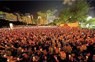 香港逾13萬良心燭光悼「六四」 向中共說不