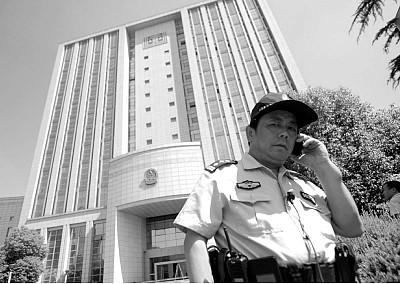 中共狂抓上百名維權律師  大律師公開發宣言反擊