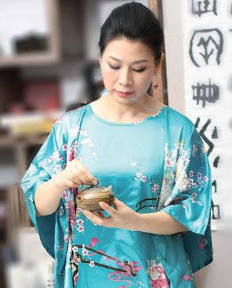 畫家鄭艾欣遭迫害致死 母親控告元凶江澤民