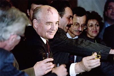 他山之石》 戈爾巴喬夫被逼解體蘇共